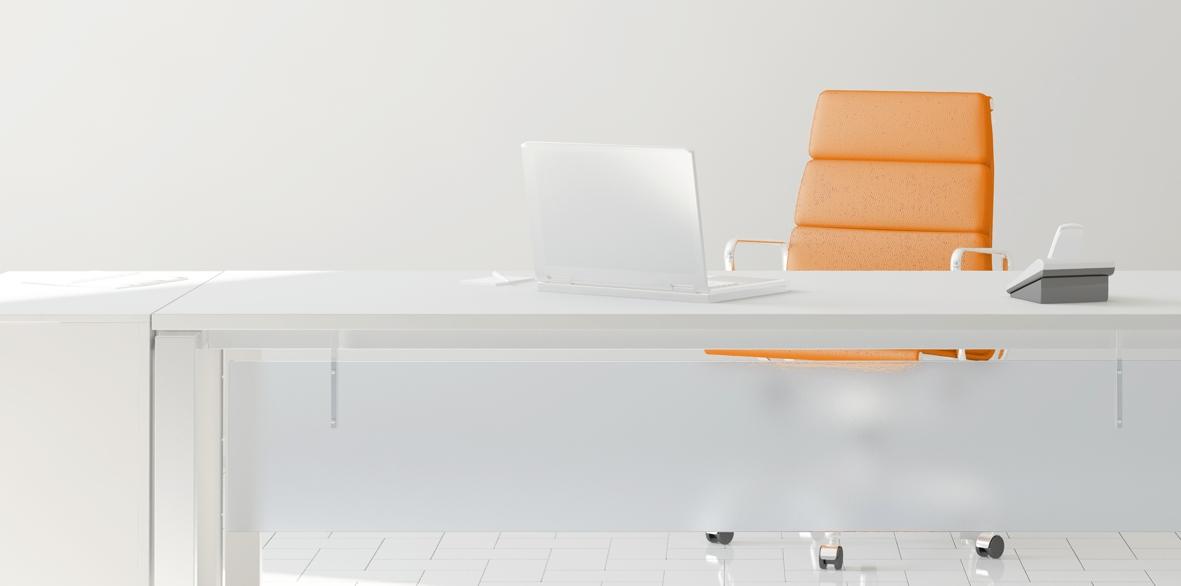 Schreibtisch_Ausschnitt_ohne-Uhr_1181x586